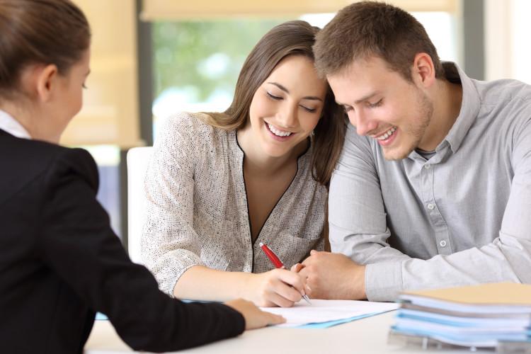 Risikolebensversicherung für Ehepaare Vertragsunterzeichnung